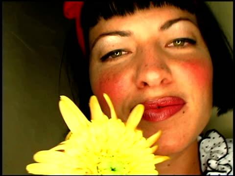 woman kissing flower - aufblenden stock-videos und b-roll-filmmaterial