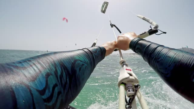 vídeos de stock e filmes b-roll de pov woman kiteboarding in sunshine - ponto de vista