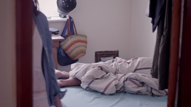 女性自宅システム脱退 - せっかち点の映像素材/bロール