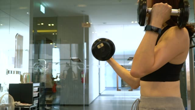 woman lifting weights in gym - bicep stock videos & royalty-free footage
