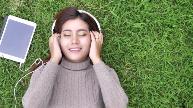 vídeos de stock e filmes b-roll de woman listening to music using smart phone with headphones - arts culture and entertainment