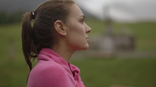 woman looking at mountain view - 北チロル点の映像素材/bロール