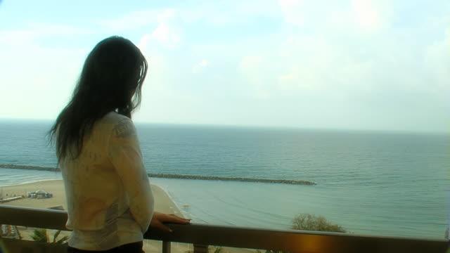 stockvideo's en b-roll-footage met woman looking at sea - alleen oudere vrouwen