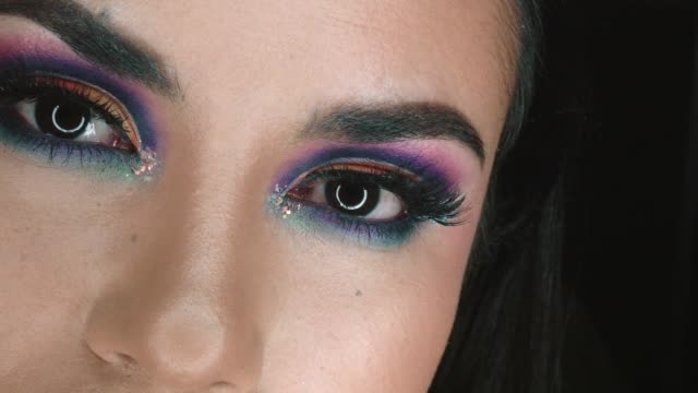 woman looking camera with elaborated makeup - lång längd bildbanksvideor och videomaterial från bakom kulisserna