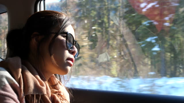vidéos et rushes de vue femme lookout - reflet