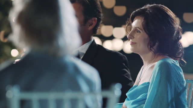 vídeos de stock e filmes b-roll de slo mo. woman looks at her husband and smiles as he meets her eyes at romantic evening wedding ceremony. - pai da noiva
