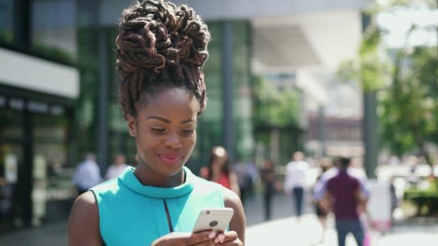 vídeos de stock, filmes e b-roll de woman looks up, thinks, then writes on smart phone - touching