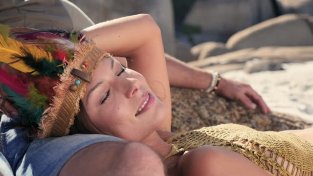 vídeos de stock e filmes b-roll de woman lying on man's lap - colo
