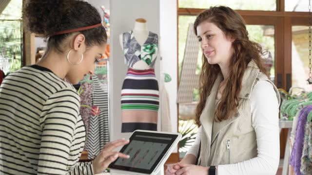 vídeos de stock, filmes e b-roll de woman making a contactless payment with smart watch - e commerce