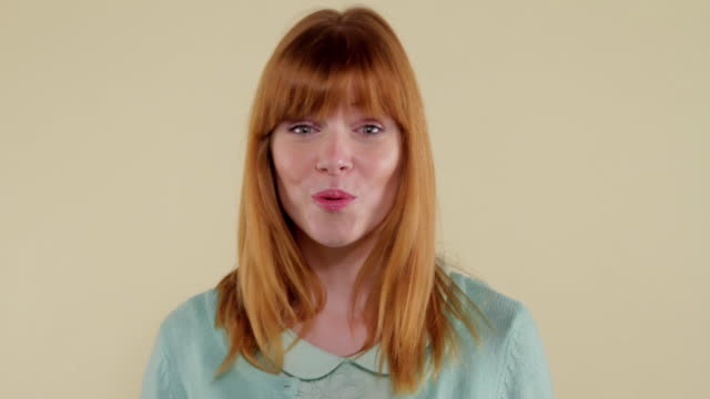 vidéos et rushes de mcs woman making facial expressions  - surprise