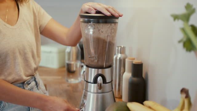 woman making smoothie at home - liquidiser stock videos & royalty-free footage