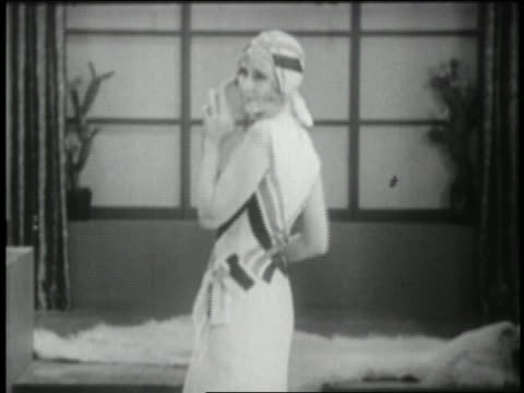 vidéos et rushes de b/w 1929 woman modeling tennis dress with matching hat - 1920 1929