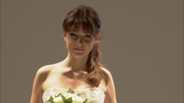 cu zo ws woman modeling wedding dress and holding bouquet of flowers on catwalk / london, england, uk - この撮影のクリップをもっと見る 1064点の映像素材/bロール