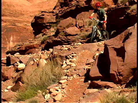 woman mountain biking - moab utah stock-videos und b-roll-filmmaterial