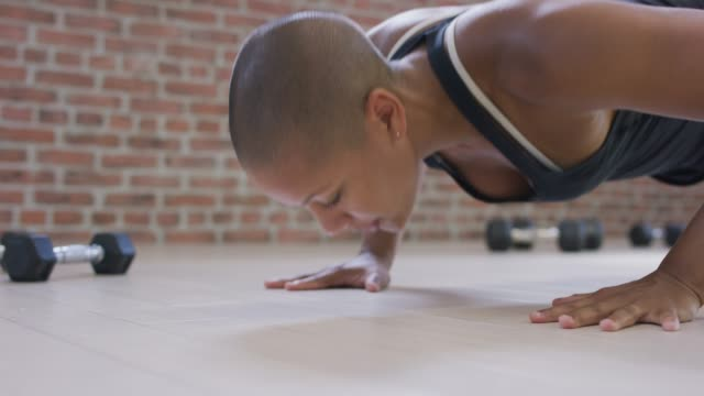 woman of color doing pushups - concentration stock videos & royalty-free footage