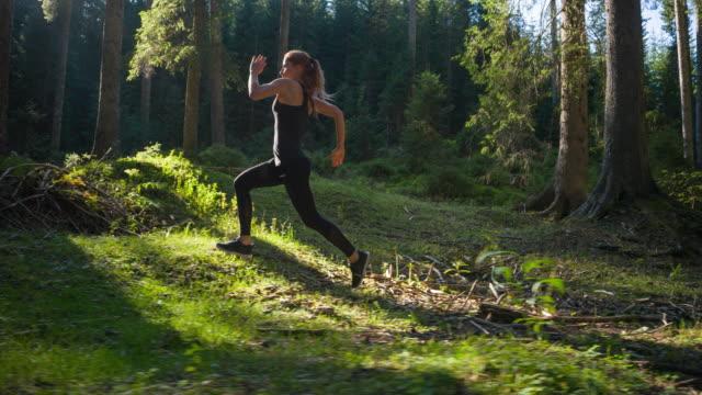 Frau auf einem morgendlichen Jogging