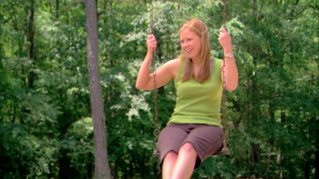 vídeos de stock, filmes e b-roll de woman on a swing - só mulheres maduras