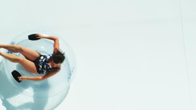 woman on a waterslide - 水泳用浮き輪点の映像素材/bロール