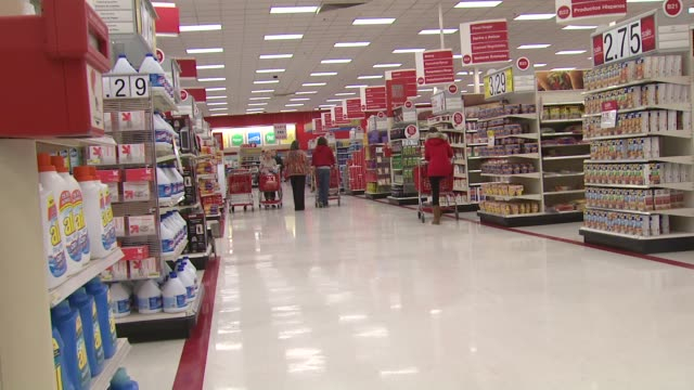 """woman on cel, signage """"wants and needs"""", at target store in virginia - フォールズチャーチ点の映像素材/bロール"""
