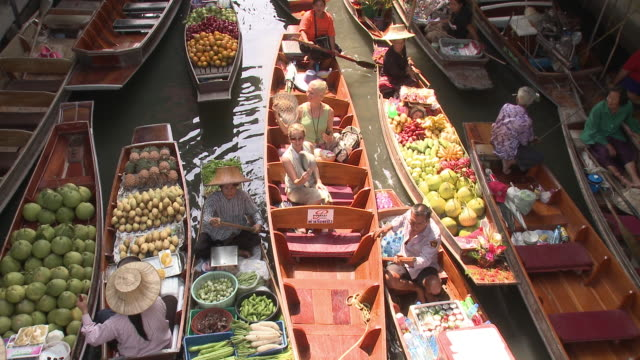 ms ha woman on damnoen saduak floating market, bangkok, thailand - market trader stock videos & royalty-free footage