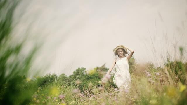 woman on meadow - traumartig stock-videos und b-roll-filmmaterial