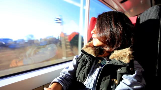 hd: frau auf passagierzug - bahnreisender stock-videos und b-roll-filmmaterial