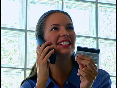 vídeos de stock e filmes b-roll de woman on phone - telefone sem fio