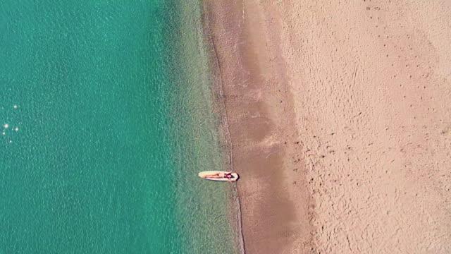 woman on surfboard - wasserrand stock-videos und b-roll-filmmaterial