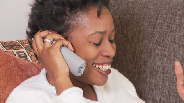 stockvideo's en b-roll-footage met woman on telephone - alleen oudere vrouwen