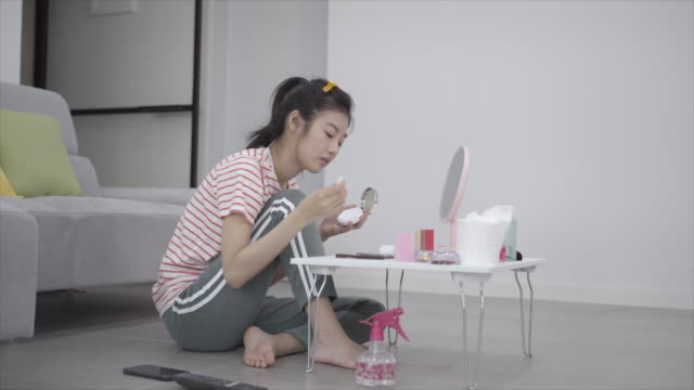 woman on the floor applying makeup, seoul, south korea - tracksuit bottoms stock videos & royalty-free footage