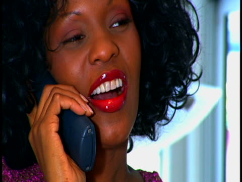 vidéos et rushes de woman on the phone - téléphone sans fil