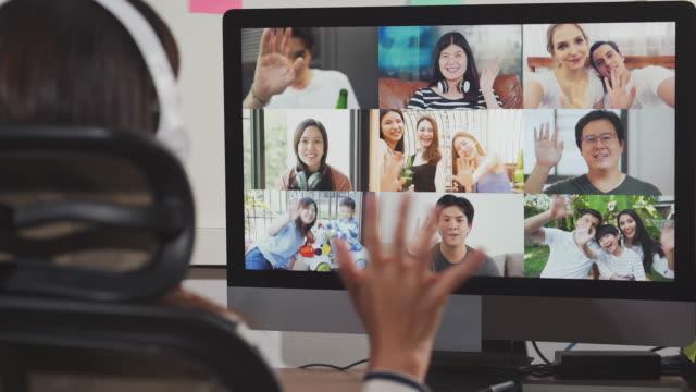 vídeos de stock e filmes b-roll de woman on video conferencing and waving hands with colleagues, working from home - comemoração evento