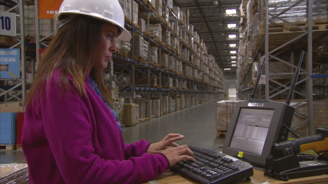 ms woman operating laptop computer in warehouse / lebec, ca, united states      - geschäftliche aktivitäten stock-videos und b-roll-filmmaterial