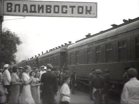 woman passenger holding flowers and waving goodbye for train leaving station audio / russia - ehemalige sowjetunion stock-videos und b-roll-filmmaterial