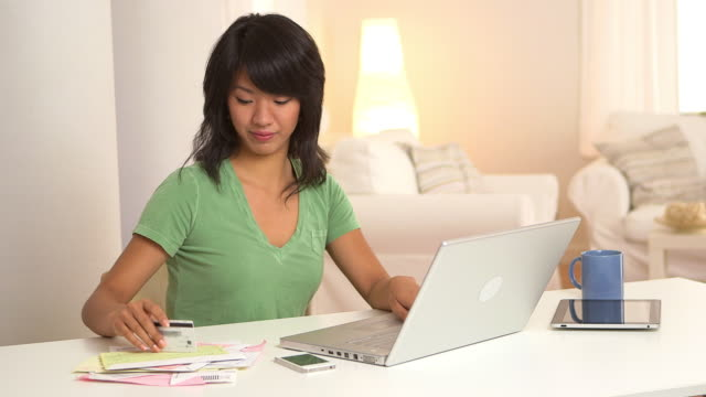 woman paying bills with laptop computer and credit card - natürliches haar stock-videos und b-roll-filmmaterial