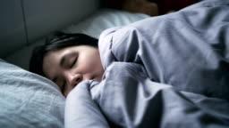 4K : Woman peacefully sleeping on bed