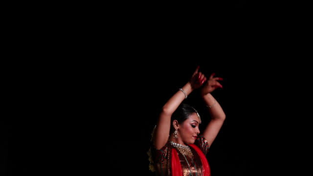 woman performing kathak dance on the stage  - fußkettchen stock-videos und b-roll-filmmaterial