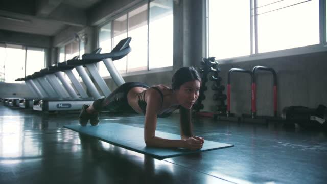 vidéos et rushes de planche performante femme - planche de bois