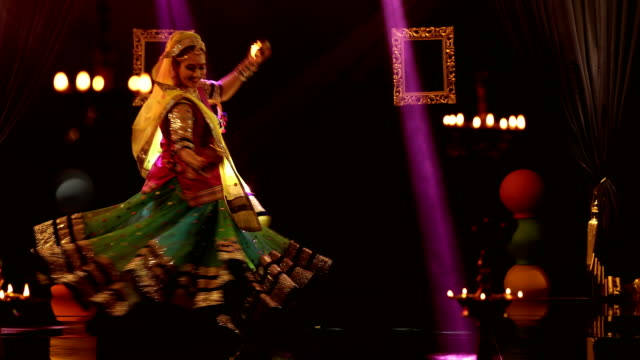 ms woman performing traditional ghoomar dance on stage/ india - 35 39 jahre stock-videos und b-roll-filmmaterial