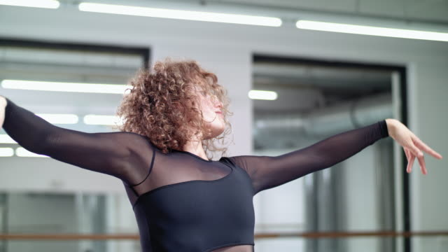 woman performs modern dance in a dance studio / dance teacher / professional dancer - ballerina stock-videos und b-roll-filmmaterial