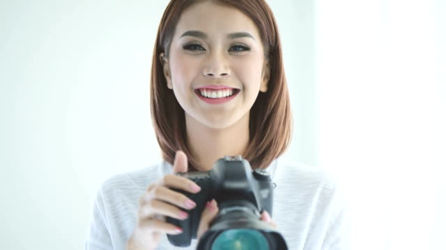 Donna fotografo assunzione di foto