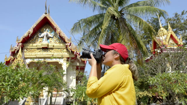 woman photographing wat na phra lan temple - baseballmütze stock-videos und b-roll-filmmaterial