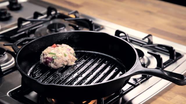 vídeos de stock, filmes e b-roll de pov woman placing burgers on a skillet - cooker