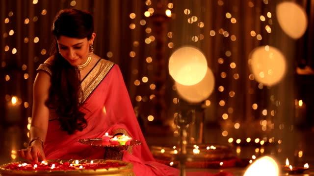 vídeos y material grabado en eventos de stock de ms woman placing diyas in bowl during diwali festival at home - bandeja para servir