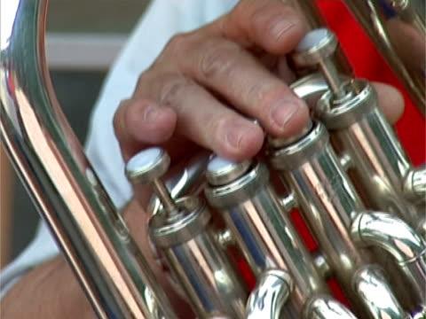 woman playing  contrabass - människofinger bildbanksvideor och videomaterial från bakom kulisserna