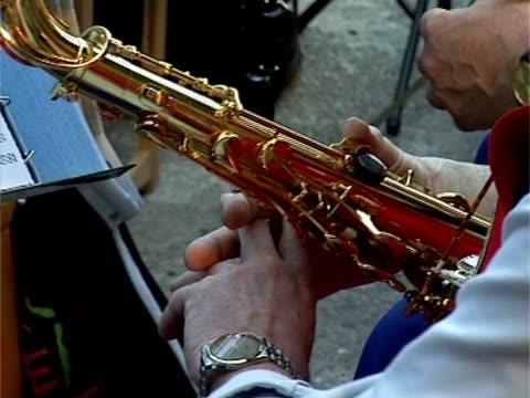 woman playing saxophone - människofinger bildbanksvideor och videomaterial från bakom kulisserna