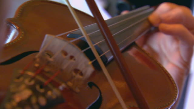 Woman playing violin, rack focus