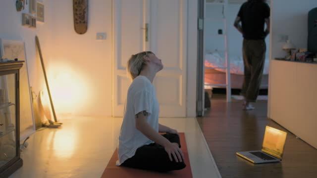 vídeos de stock e filmes b-roll de woman practicing yoga - exercício de relaxamento
