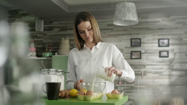 Frau Kuchen vorbereiten