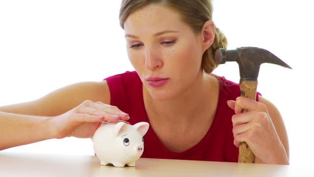 vidéos et rushes de woman preparing to break into her piggy bank - tirelire